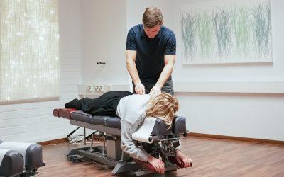 Miten kiropraktikko hoitaa?
